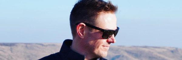 Andy Moor: info@room5.fi