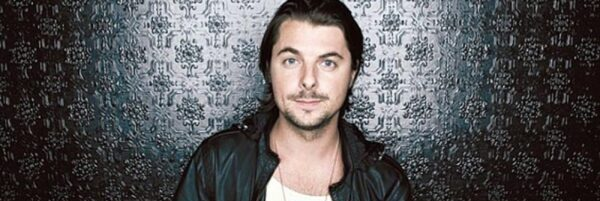 Axwell Booking: info@room5.es