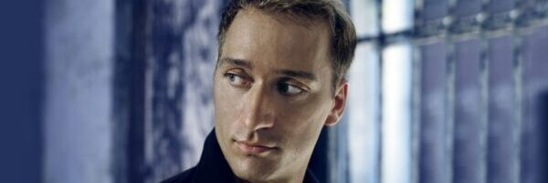 Paul van Dyk: info@room5.fi